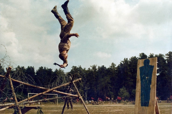 Go-go backflip hatchet attack!!