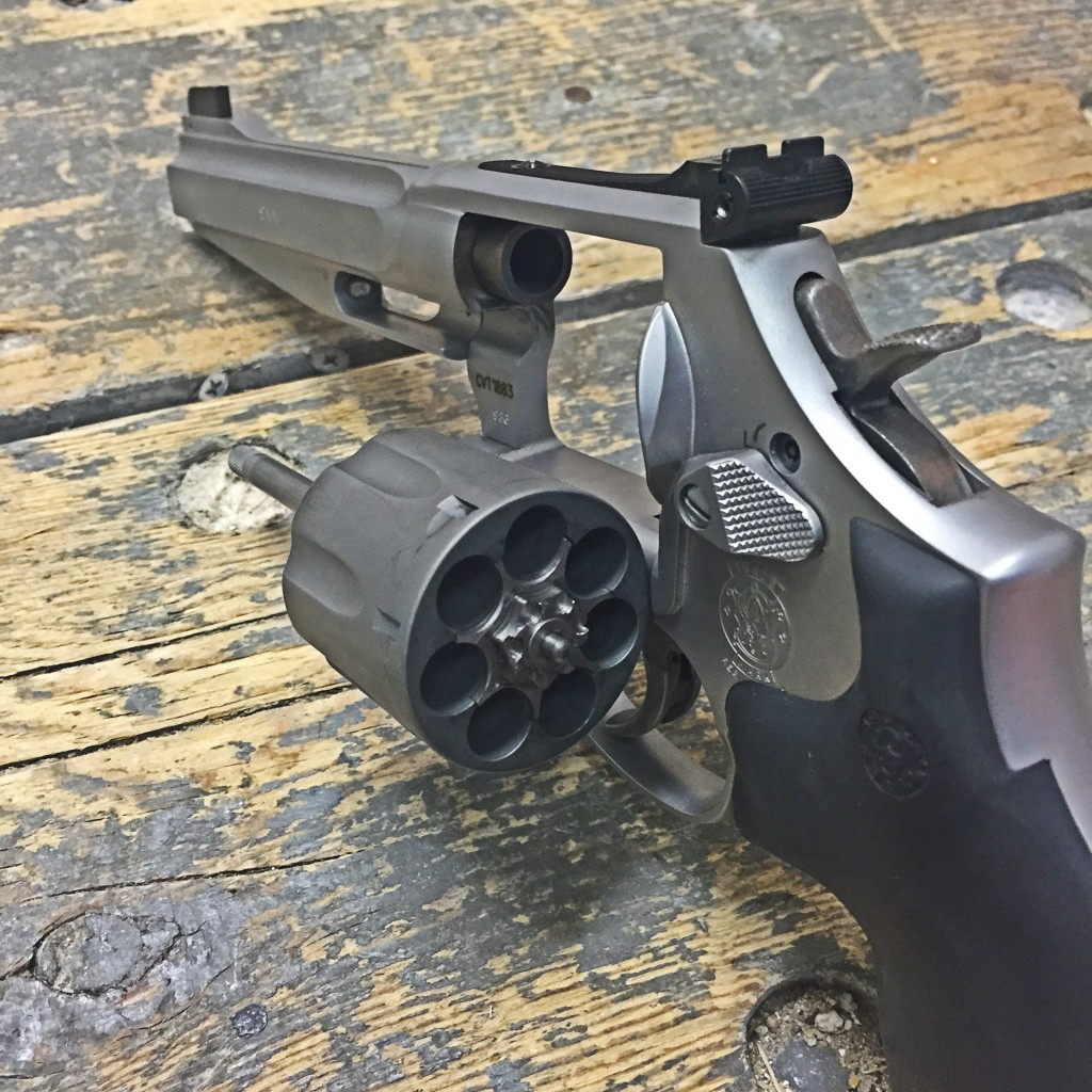 Smith & Wesson 986 9mm cylinder open